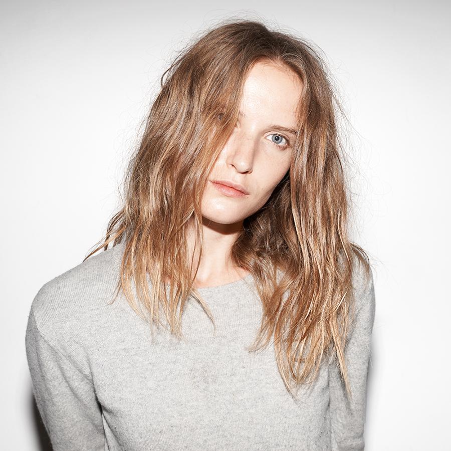 Get Dakota Fanning's 90s Grunge Hair