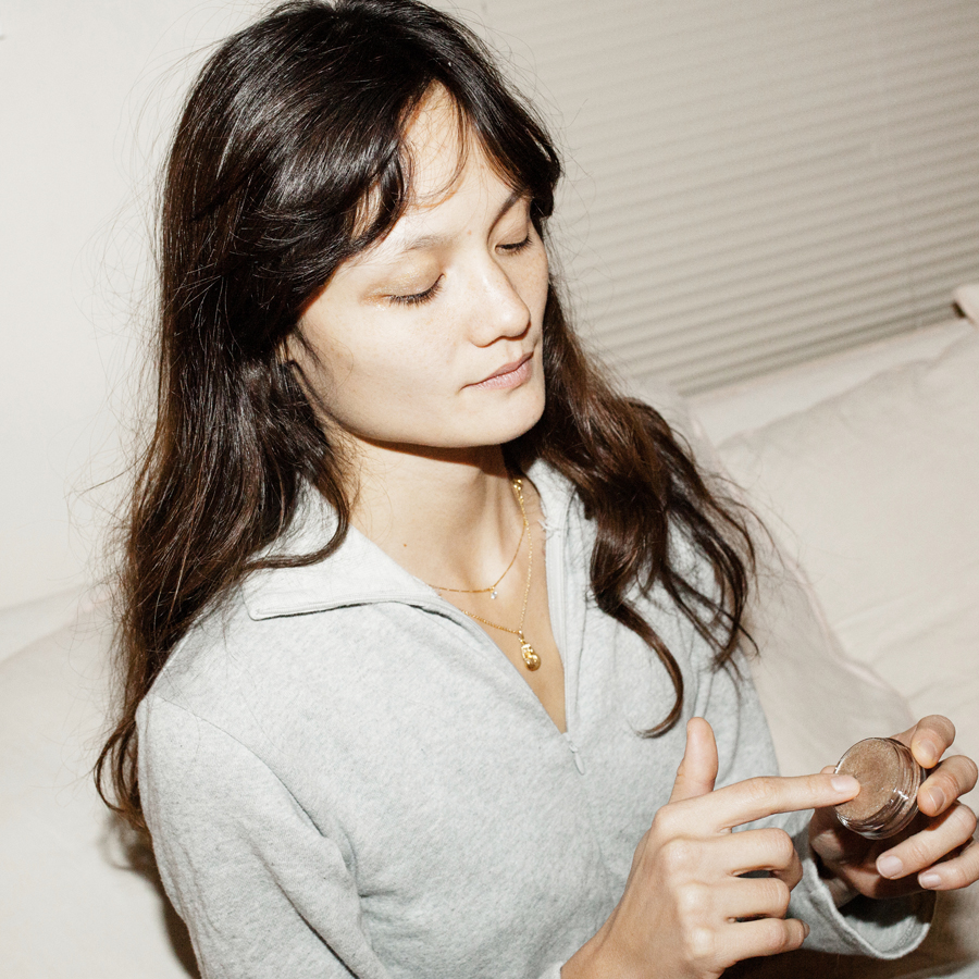 Rachel Rutt Has That Pared-Down Beauty Regime On Lock