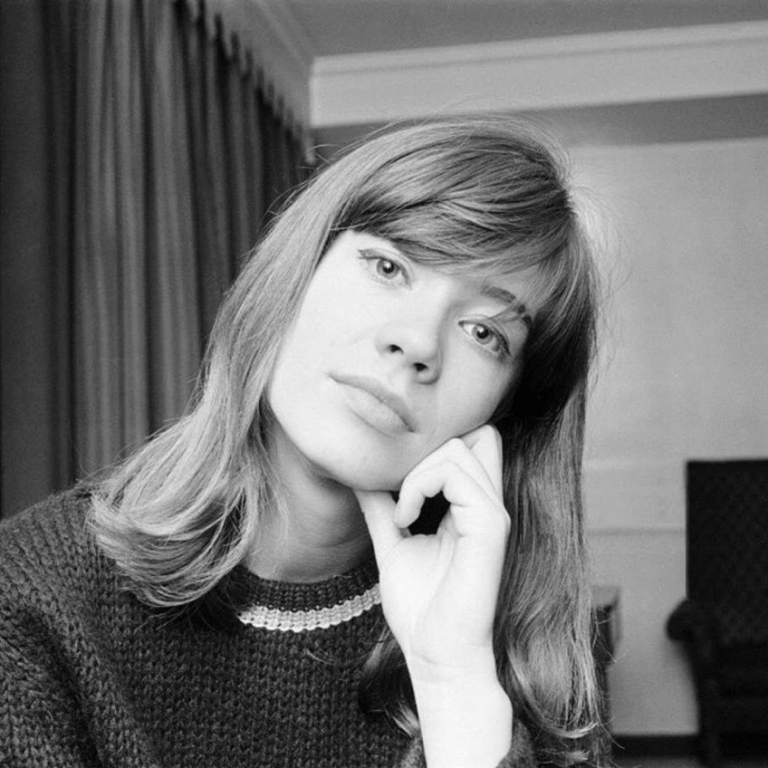 French Girl Beauty: Empowering Fact or Harmful Myth?